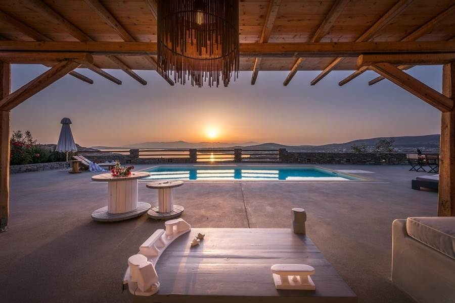 (For Sale) Residential Villa || Cyclades/Paros - 450 Sq.m, 6 Bedrooms, 1€